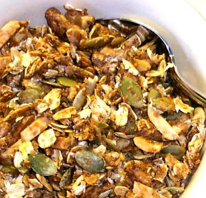 Crunchy Homemade Granola Recipe With Oats Nuts Seeds And Vanilla Maple Syrup Teriskitchen Com